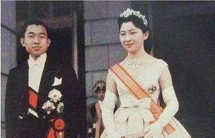 她是日本最美的皇后, 晚年却说 和天皇之间没有爱情, 只有一个部位被需要罢了图片