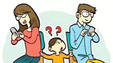 别再做手机的爸爸,回家多陪陪孩子比什么都重要