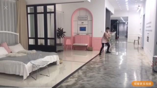 """吴磊你这么喜欢粉红色,不如做个""""小公举""""吧!"""