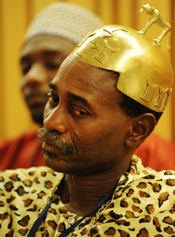 实拍被黄金包裹的非洲土豪