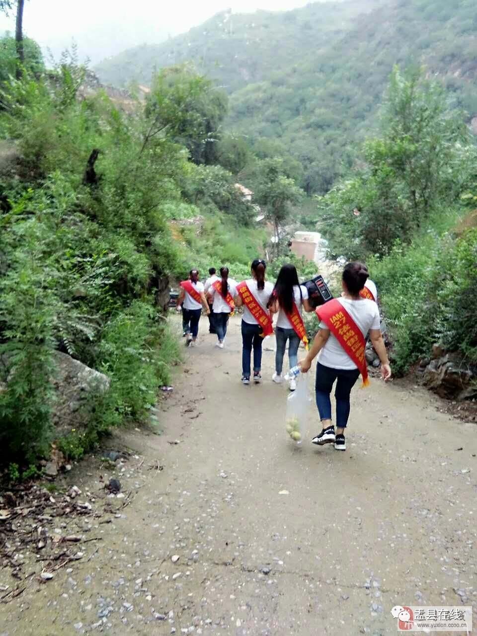 月27日,凯通依尚街区,IAM27,薇妮兰举行公益活动,亲赴梁家寨乡