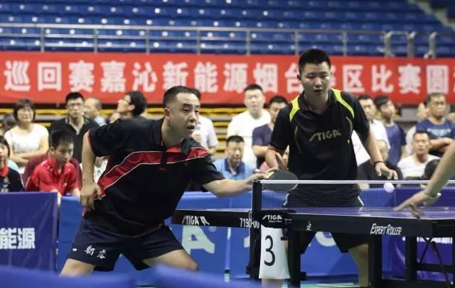 全国乒乓球巡回赛烟台站落幕奥运冠军闫森为球迷答疑解惑图片