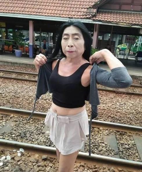 农村熟女老太太_社会 正文  最近,泰国一位\
