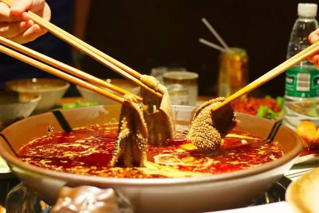 哈萨克斯坦冷饮火锅_在重庆懂得夏天吃火锅,才是一个吃货的最高境界!