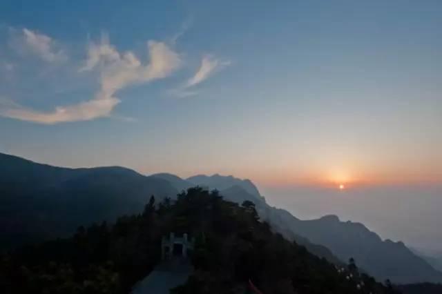 登山赛车2微信群:西安旅游:8月最佳旅行地推荐:10个国内美到窒息的地方
