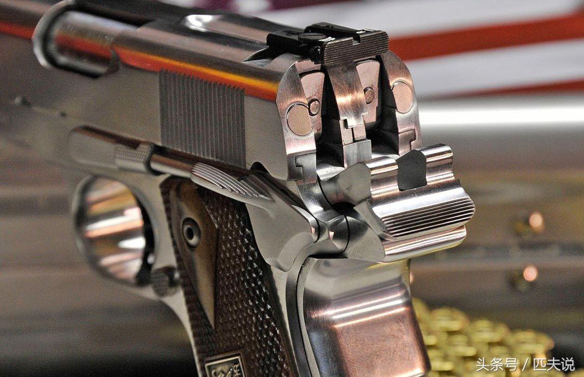 后仓击锤_手枪照门特写,可见击锤保险与套筒保险