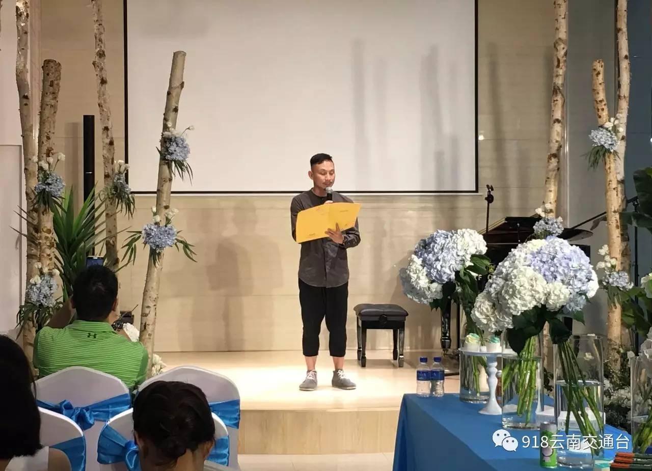 四川音乐学院校门照片