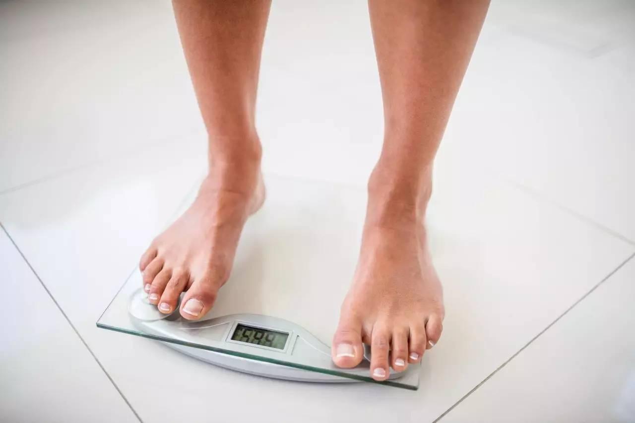 腰围65厘米的姑娘,坚持健身加饮食控制,60天后看腰围变化