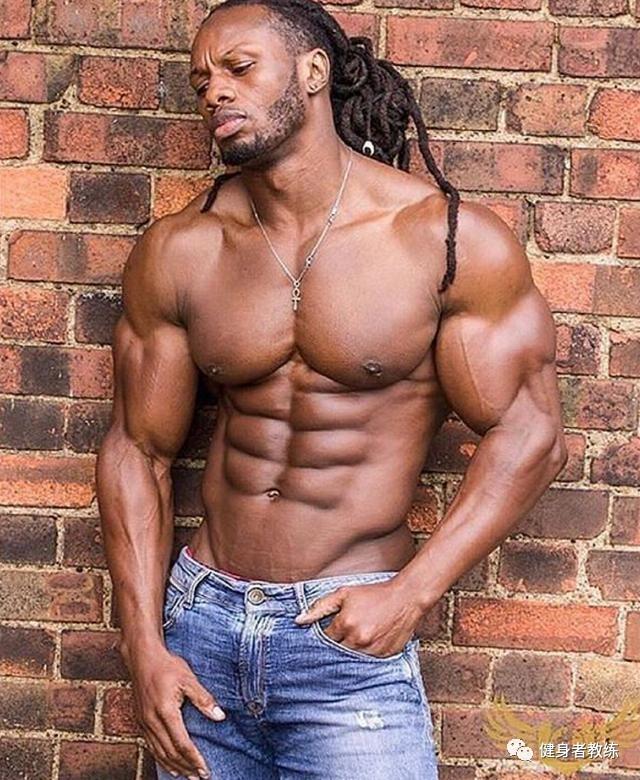 自己练出一件金钱买不到的新衣:练出完美肌肉,练就厚实的肩膀