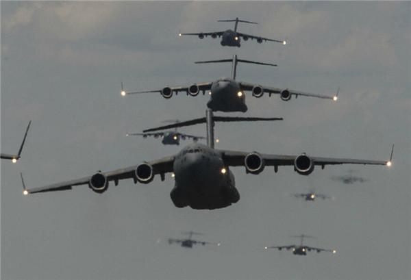 军事 正文  这是美军c-17运输机编队.
