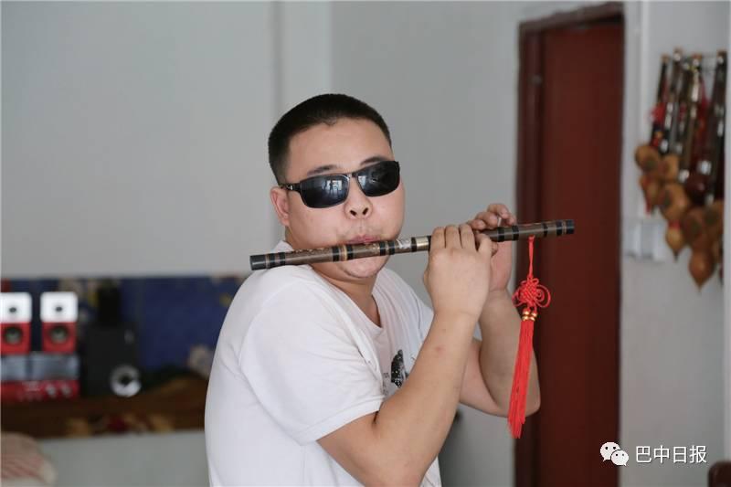 十年练一技!巴中盲人小伙拿下葫芦丝艺考十级证书,还要出专辑