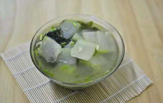 晚上:冬瓜海带汤养胃生津