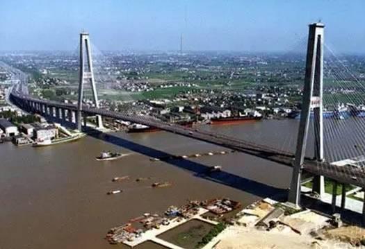 历史 正文  奉浦大桥于1995年10月26日竣工通车,是上海地区继松浦