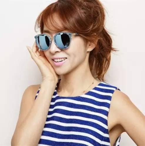 时尚tips | 墨镜和口红的easy chic法则!_突袭时尚_突袭网图片