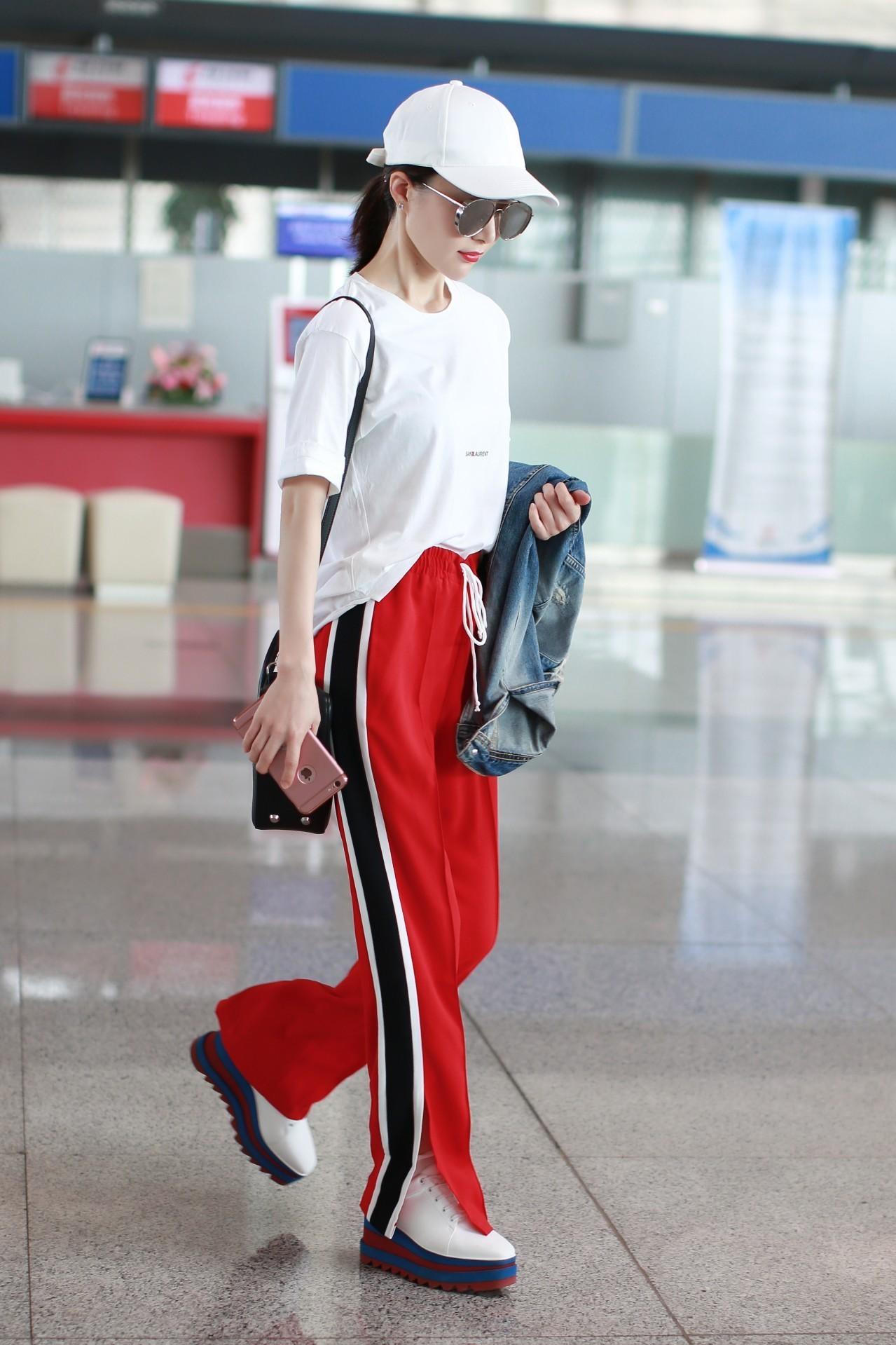 阿迪三条杠黑色运动长裤。。搭配什么颜色运动鞋... _易发生活网