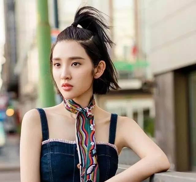 """今夏超流行的可爱""""天线宝宝式""""扎发图片"""