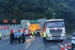 突发 一辆从成都开往洛阳的客运车途中发生车祸 36人当场死亡 13人受伤高清图片