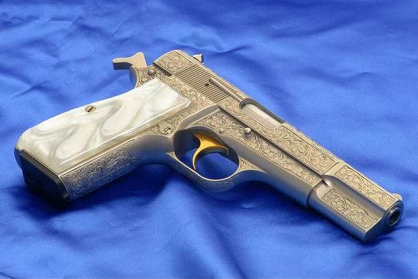 5oiR5piv5bCP5by6_勃朗宁m1935全雕刻型礼品手枪!
