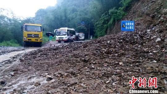 广西融水杆洞乡再次暴发山洪 交通、电力、通讯均中断