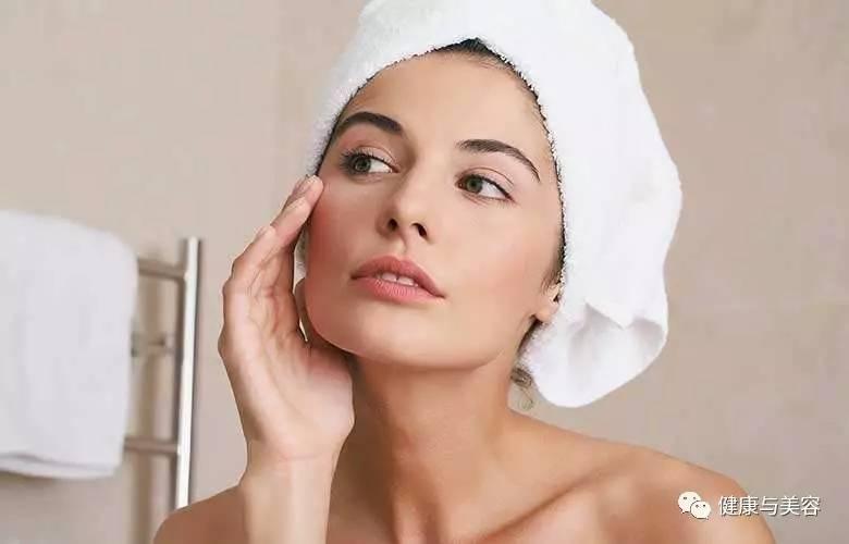 护肤 | 缺水、脱皮、暗疮、皱纹?换季时这样护理肌