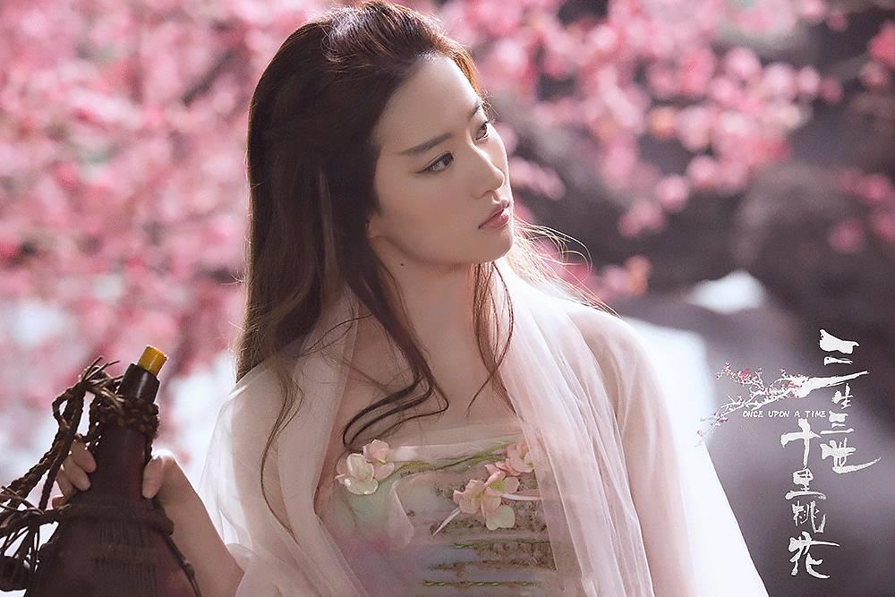 看了这些照片,你还想叫刘亦菲神仙姐姐吗?