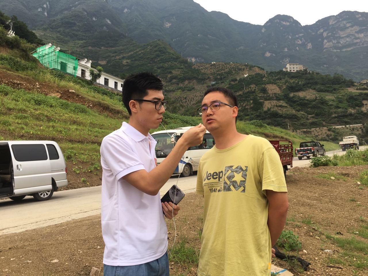 谭林芳:生活以痛吻我,我要报之以歌图片
