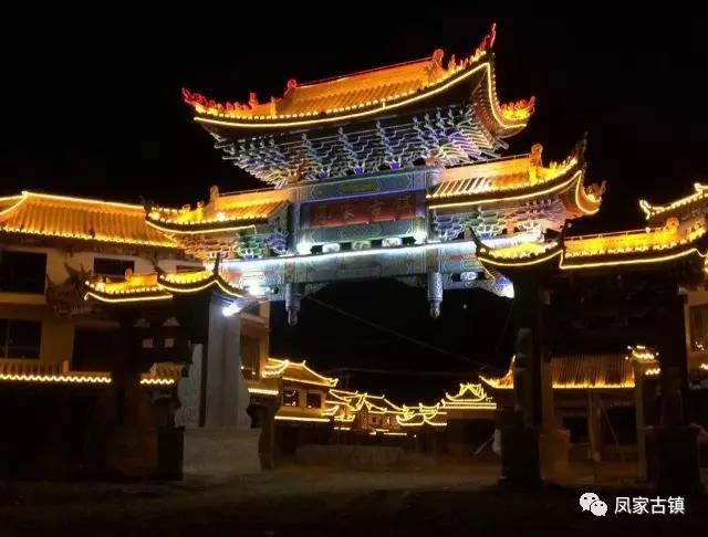 这个周末,到昆明城旁凤家古镇 吃菌子 看歌舞 逛车展 游古镇 过美食节