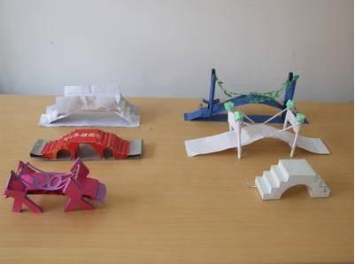 【8/19创新屋】科学实验——纸桥承重图片