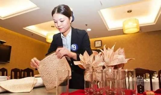 餐饮服务礼仪培训大全,让你的餐厅更受欢迎