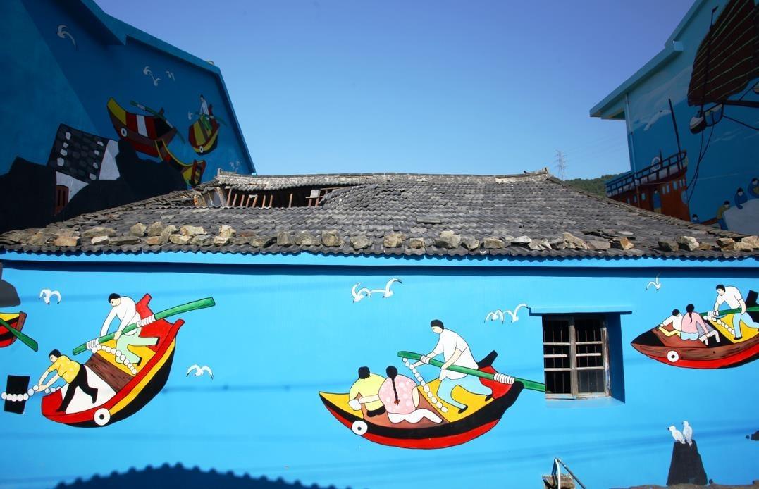 这里的画大多以大海的蓝色为底色,生动形象的展示舟山本地的一些著名图片