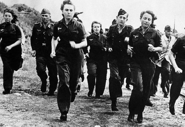 来看一组难得一见的二战纳粹德国女兵. 责任编辑