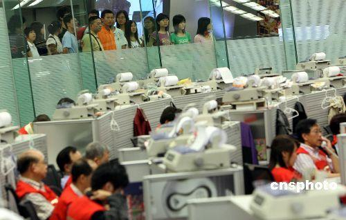 港交所:受八号台风信号影响 证券及衍生产品市场延迟开市