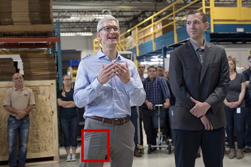 苹果CEO库克自曝iPhone 8?都怪穿的裤子太紧了