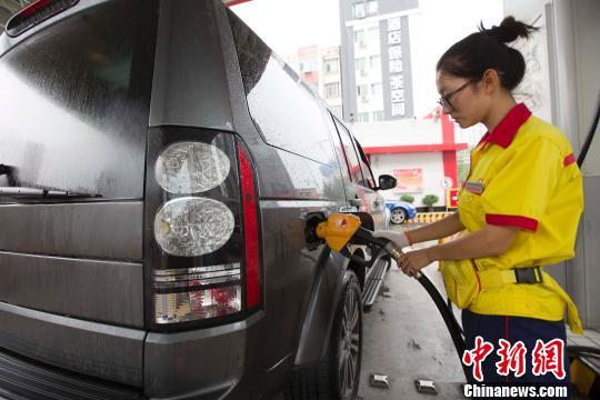 """山东炼油产能过剩现油价""""洼地"""" 每升便宜一块钱"""