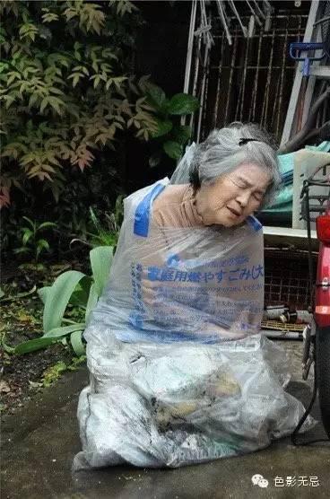 自拍老婆婆愹�_是自虐还是自拍?日本摄影界乱入一位87岁老太婆