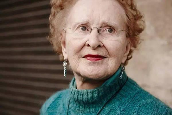欧美胖奶奶_今天,daisy要和大家讲一个刚过百岁却依然保有童心的老奶奶的故事