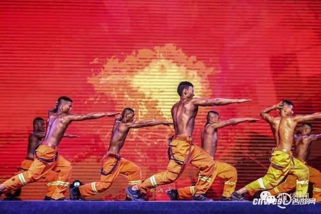 陕西消防总队举办健美大赛,消防官兵大秀身材.