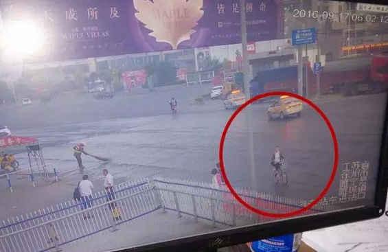 徐州15岁女孩上学途中离奇失踪 至今两天仍未归