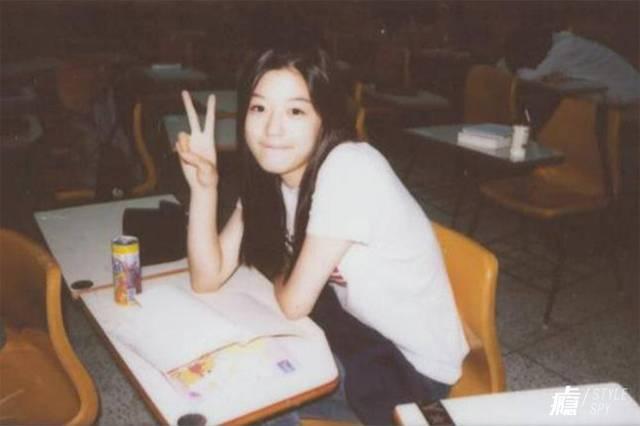 全智贤情色电影_16岁的全智贤以模特的身份出道,两年后主演电影《白色情人节》获得百