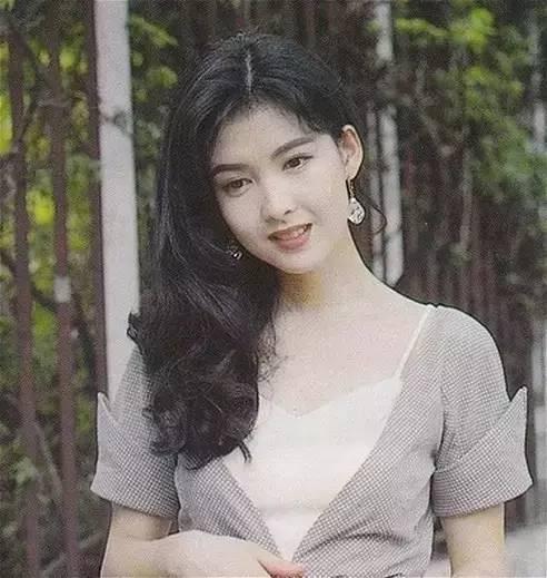 香港80年代美女明星_80年代的香港女明星,时髦得比现在有趣多了