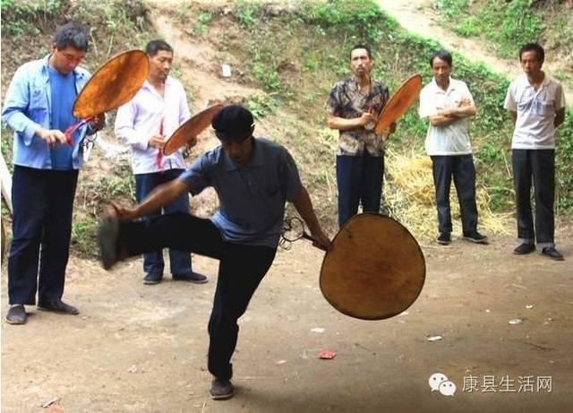 农村女人性交视频_康县农村一直流传着古老神秘的祭祀——羊皮鼓(附视频