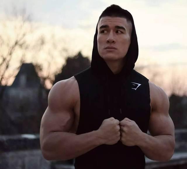 黄屄网_健身12年从弱鸡逆袭肌肉男的黄种人,他说:基因从不牛逼!