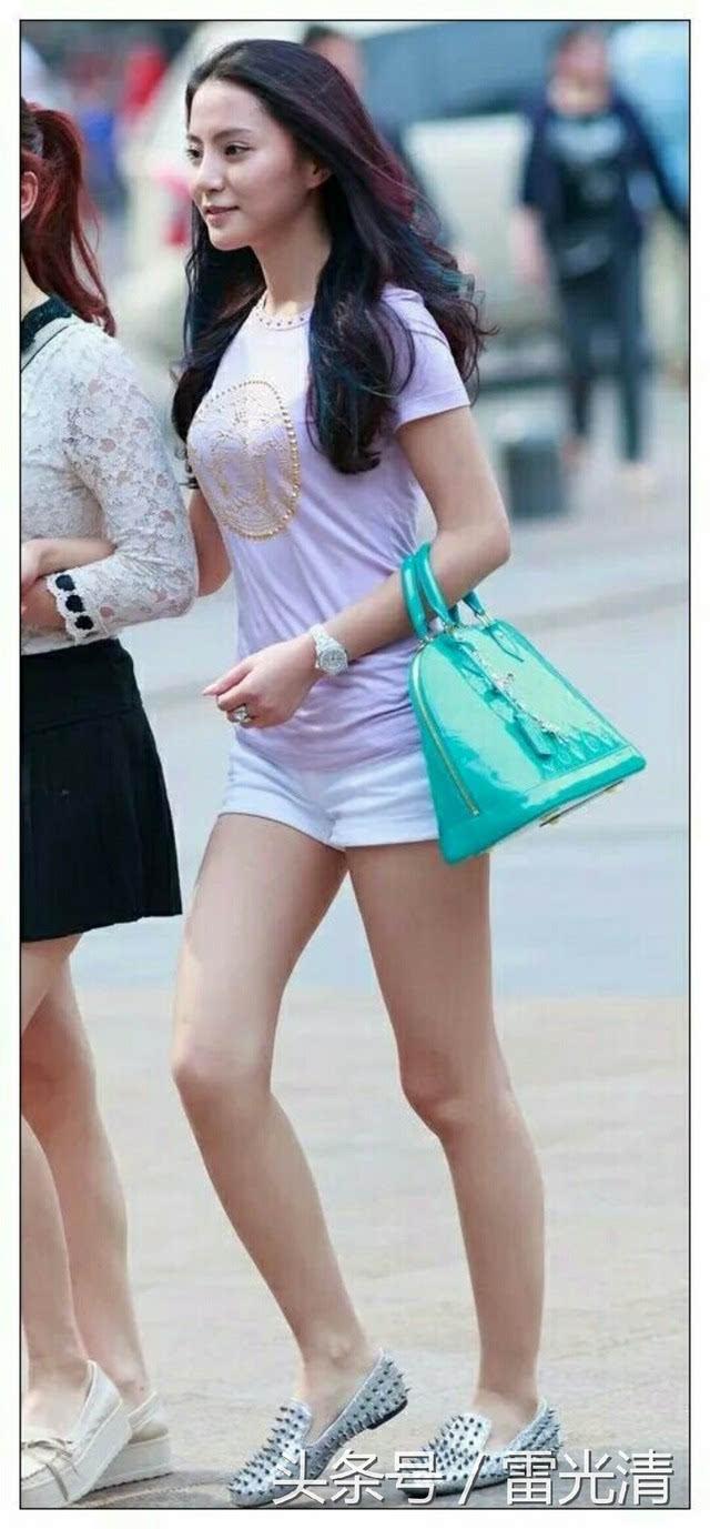 随拍青岛街头美女_青岛街头随拍,虽然没有模特漂亮,但真实!