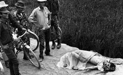 干哥哥的奸淫岁月_近代战争中士兵奸淫女性的老照片 奸淫裸女照片