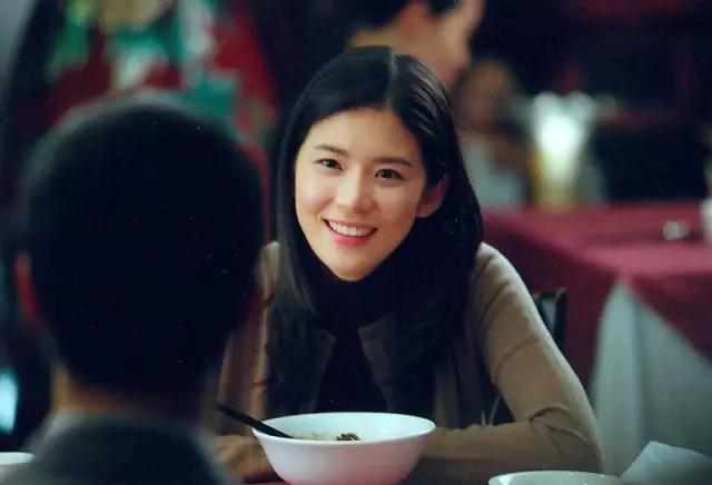 卑劣的街头片尹��_2006年出演电影《卑劣的街头》搭档国民女神李宝英.