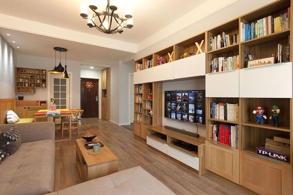 ▼這個柜子是神奇的自創試聽書柜,小小的套二房沒有專門的書房,把平時圖片