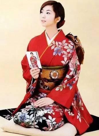 日本女人掰逼_大叔控的日本女人为何喜欢跪着做各种服务?