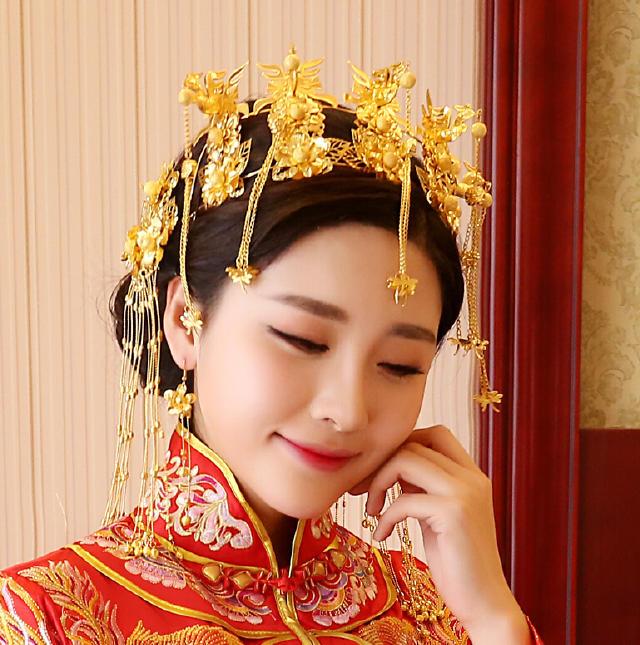 中式秀禾服发型_秀禾服新娘发型图片,尽显东方女性美感