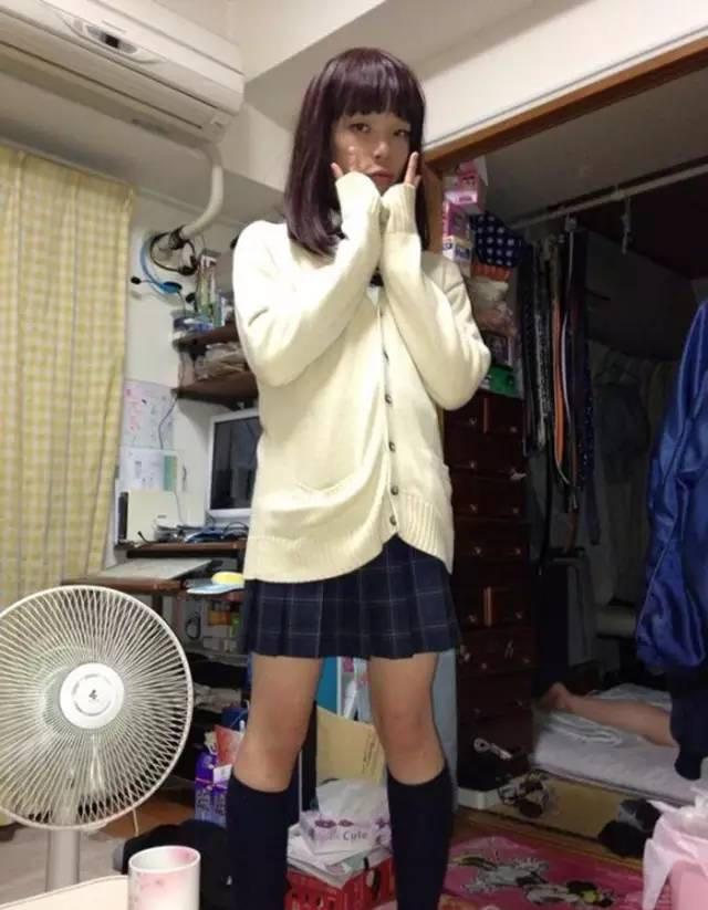 被姐姐强迫穿女装_求一篇男孩被姐姐强迫穿女装,丝袜,然后被绑起来蒙眼挠脚心 ...