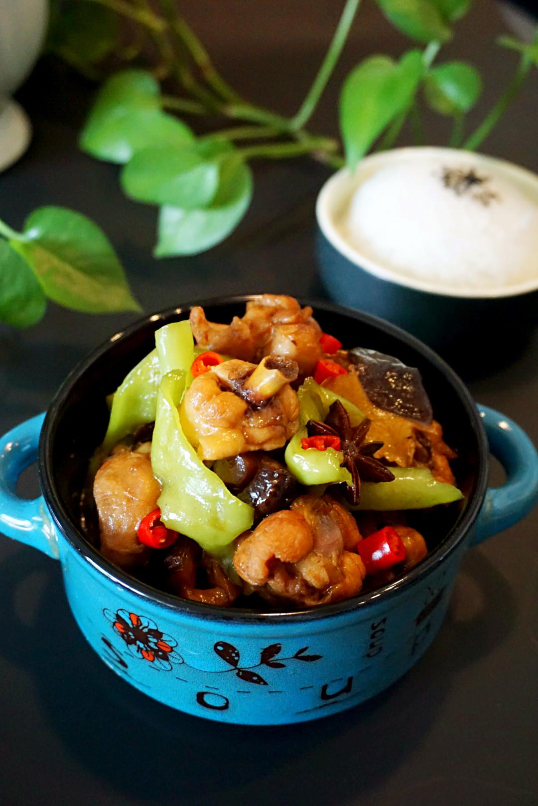 活鸡在锅里的图片_绝杀米饭的黄焖鸡,做的喷香的秘诀在这里 - 今日头条